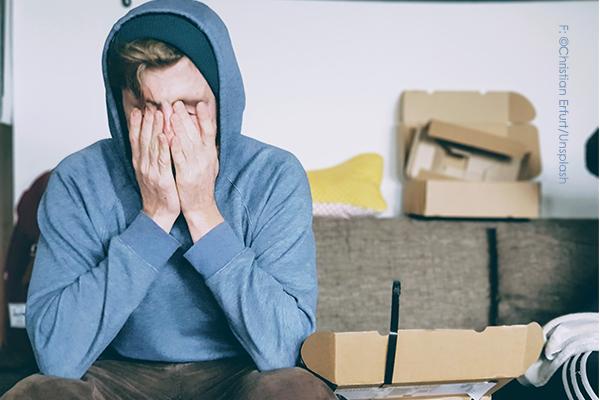 gestresster mann, müde, überfordert