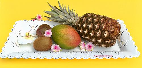 obst ananas mango kiwi auf schale