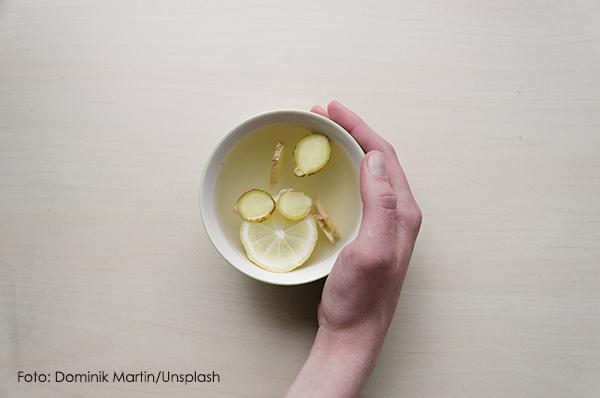 ingwertee teetasse ingwerscheibchen zitronenscheibe