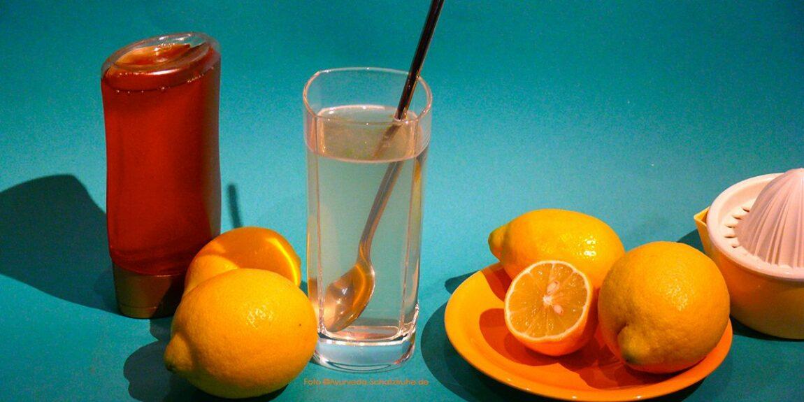 Zitronenhonigwasser