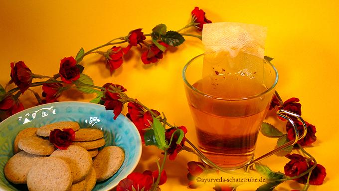 rajas cup wird wie tee in einem teebeutel zubereitet