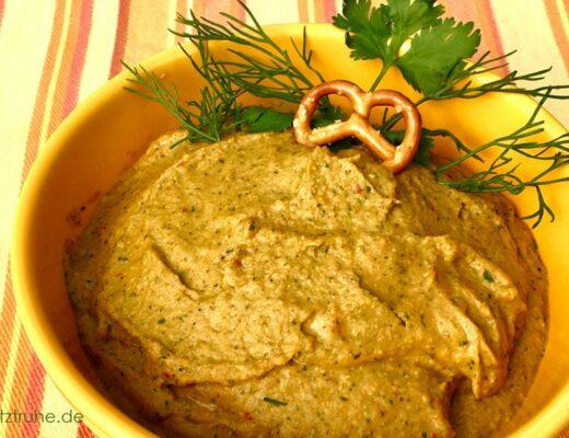 Hummus nach einem ayurvedischen Rezept mit Kokosnussmilch und Cashewkernen