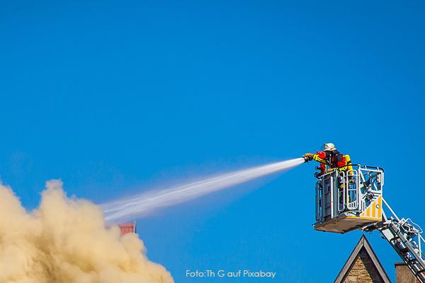 kaltes wasser loescht agni feuerloescher bekaempft brand