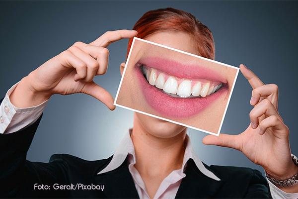 Gesunde Zähne mit Gandusha, Lächeln mit Ayurveda
